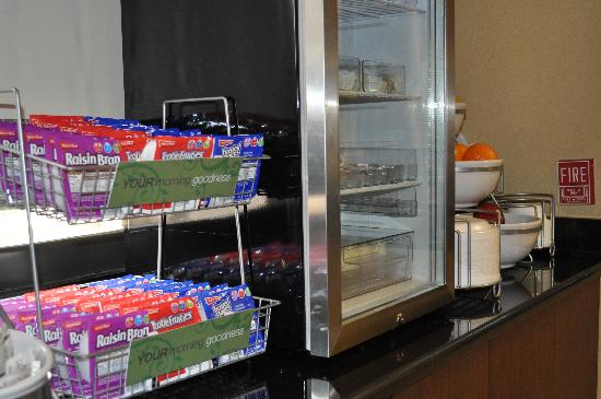 Comfort Suites UCF / Research Park: Comfort Suites UCF/Research Park: Breakfast Spread