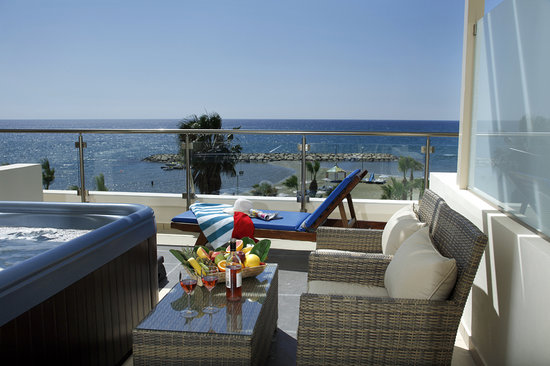Golden Bay Beach Hotel: Mini Suite