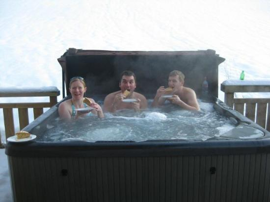 Cairn Lodge: The Hot Tub and afternoon cake!