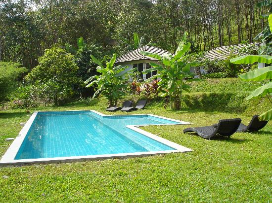 shared pool for champa and taara villas picture of koyao bay