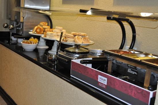 Comfort Suites UCF / Research Park : Comfort Suites UCF/ Research Park: Breakfast Buffet