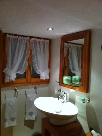 Hotel Olden: bathroom