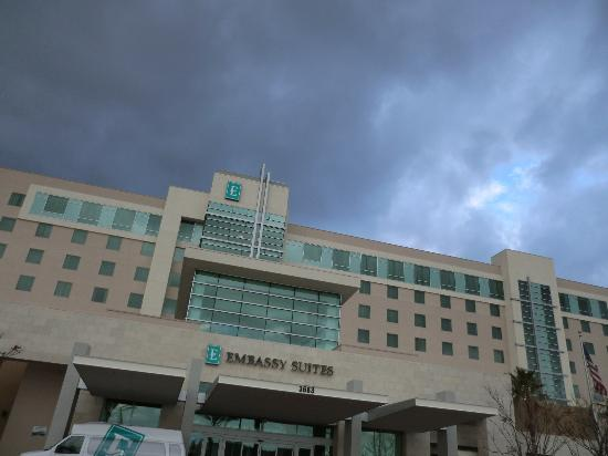 Embassy Suites by Hilton Ontario-Airport: front