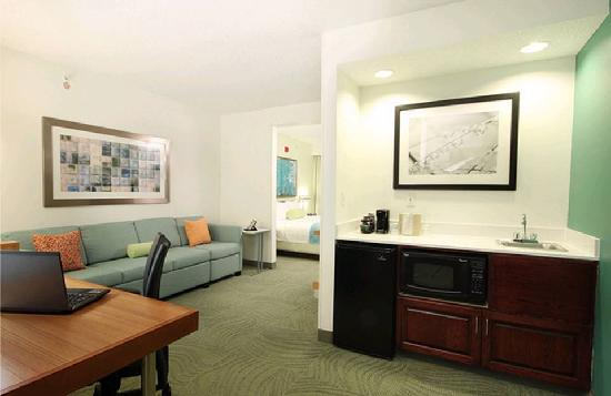 SpringHill Suites Tulsa: All Rooms Equipped with Contemporary Spacious Working Area