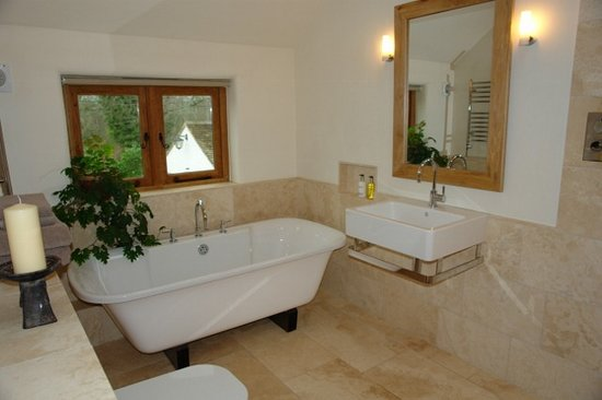 Somerset Bed and Breakfast: The Cambry Private Bathroom
