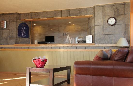 Hotel Aspen InnSuites Flagstaff / Grand Canyon: Reception Desk