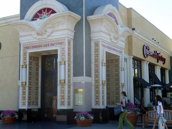 The Cheesecake Factory : WONDERFUL PLACE