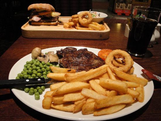 Premier Inn Newcastle Airport (South) Hotel: Fantastic meals in the Wheatsheaf