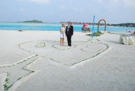 wedding on the beach1 picture of cinnamon dhonveli. Black Bedroom Furniture Sets. Home Design Ideas