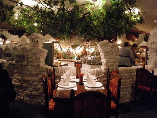 Panthera Rodizio: table next to buffet