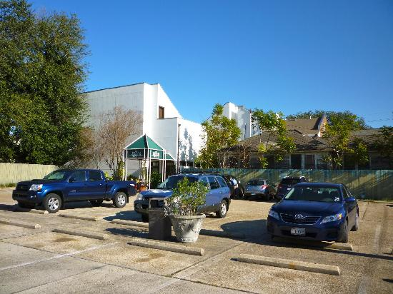 Prytania Park: Parking lot