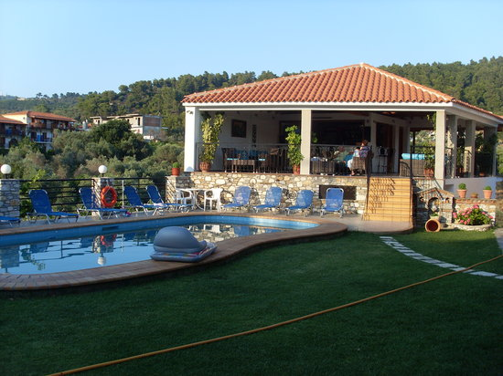 Kolios, Greece: Pool and bar area