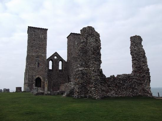 ‪Reculver Towers and Roman Fort‬