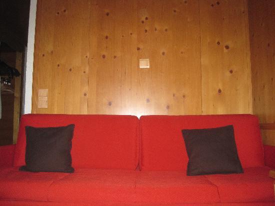 Hotel Macchi: Sofa in the room