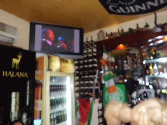East West Hotel : the irish pub