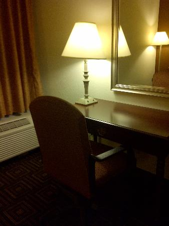 Comfort Inn: Desk area