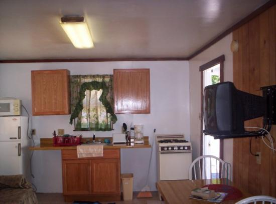Lake Ida Beach Resort: Kitchen area
