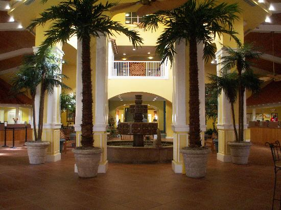 Holiday Inn Club Vacations Cape Canaveral Beach Resort: Something we hadn't seen pictures of is the beautiful fountain and lobby