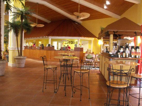 Holiday Inn Club Vacations Cape Canaveral Beach Resort: Coffee and muffin cart and front desk