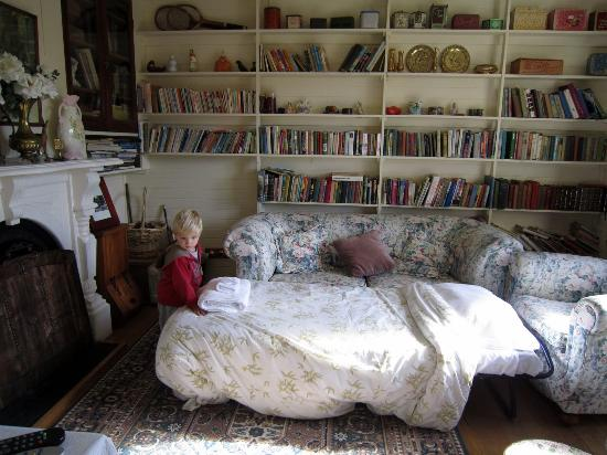 Parkbrae Estate: A special bed for the youngest traveller