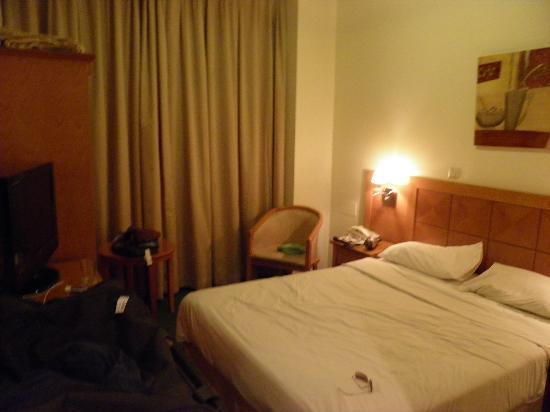 Eureka Hotel: room