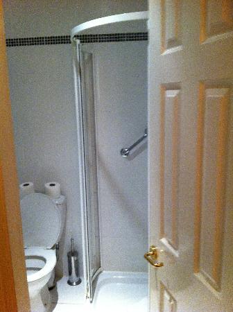Hotel St. George: otherside of bathroom