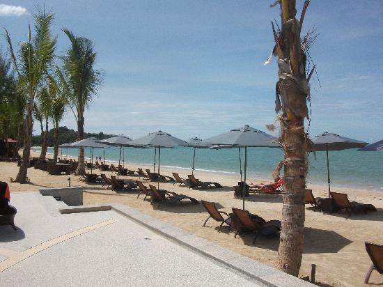 Beyond Resort Khaolak: Udsigten fra poolen