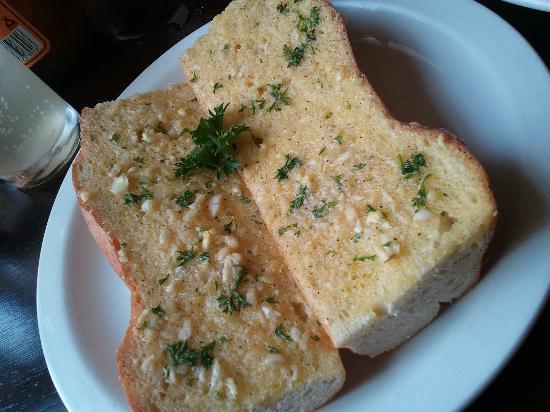 Etrusco at the Savoy: garlic bread