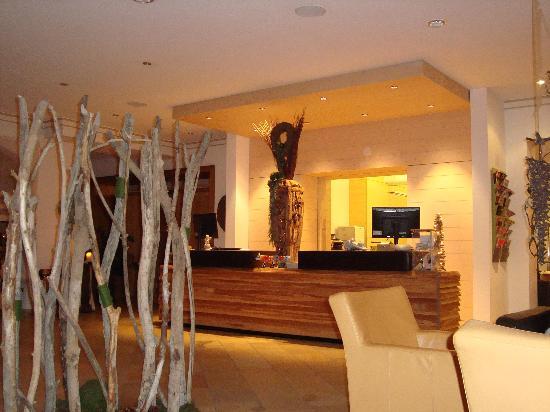 rezeption bild von hotel lindenwirt drachselsried tripadvisor. Black Bedroom Furniture Sets. Home Design Ideas