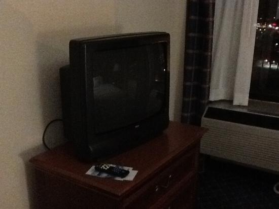Holiday Inn Charlotte-University Place: yes sir, that is a CRT.