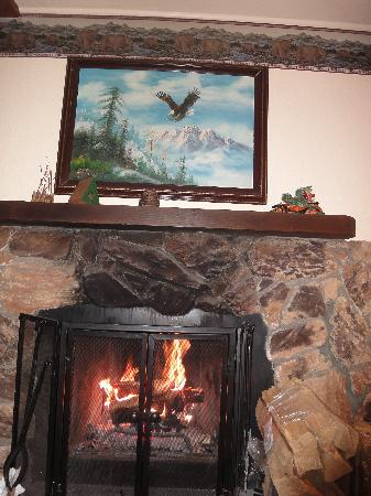 Timberline Lodge: Fireplace studio cabin