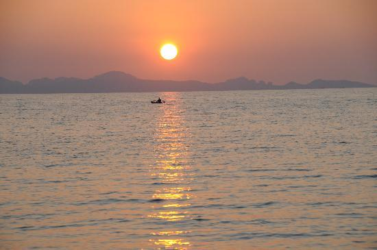 Koh Jum Beach Villas: Sunset view