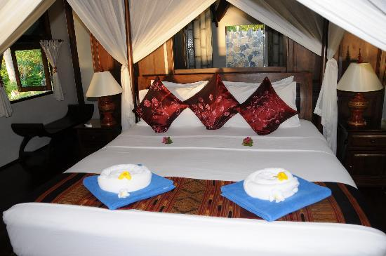 Koh Jum Beach Villas: Bedroom in Bahn Chai Ley villa
