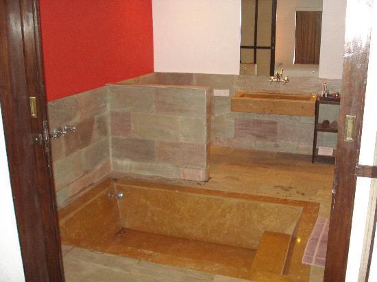 Treasure Island Resorts : The bath tub with rain shower and jacuzzi effect