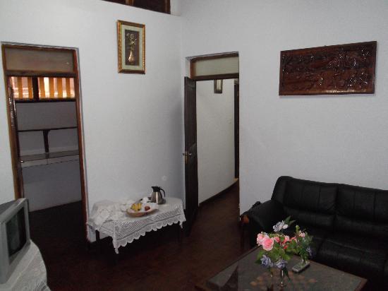 Morogoro Hotel: Front Room