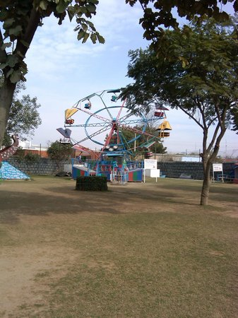 Aapno Ghar Amusement and Water Park: The rocket ride – great!