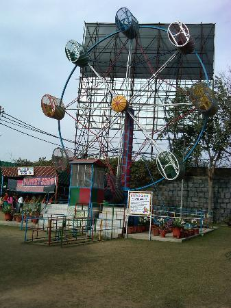 Aapno Ghar Amusement and Water Park: The Great Round About – the most dangerous 360 degrees!