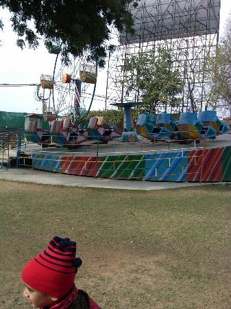 Aapno Ghar Amusement and Water Park: The Break Dance – or the break neck! Beware!