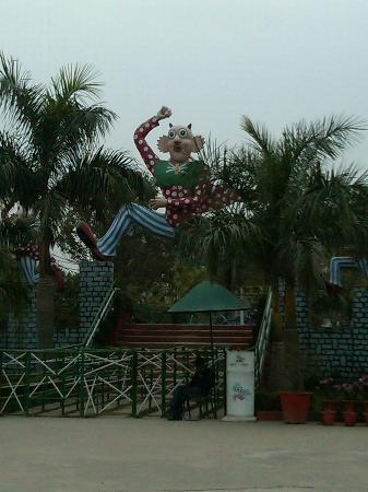 Aapno Ghar Amusement and Water Park: Entrance to the Park
