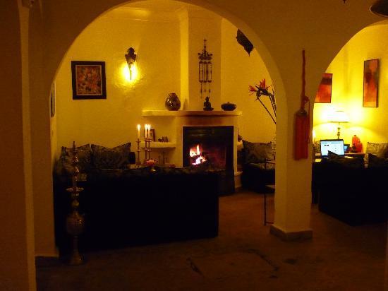 Riad Dar Khmissa Marrakech: la cheminée allumée un bonheur