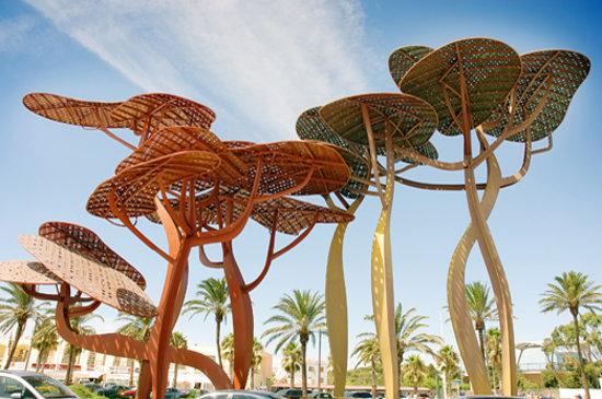 La Pineda, Spania: Escultura PINEDA de Xavier Mariscal