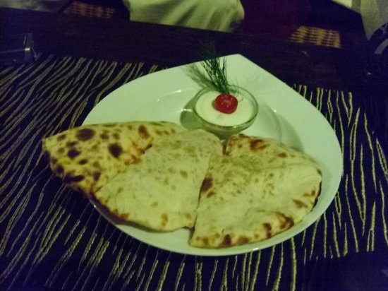 Jamies Restaurant: Compliments from jamies....my favourite nan with smoked cheese..