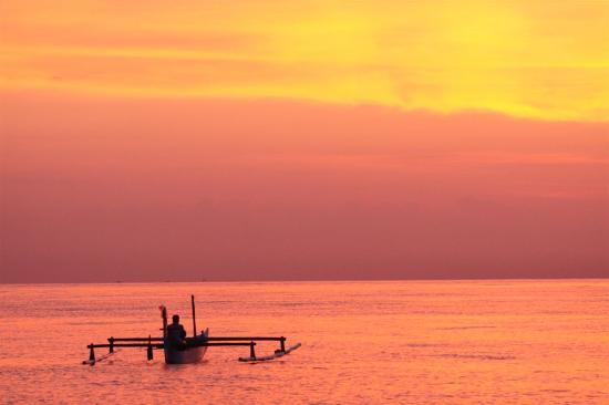 Cili Emas Oceanside Resort: zonsopgang 5 uur