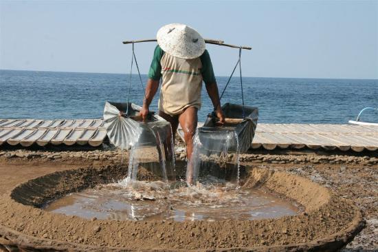 Cili Emas Oceanside Resort: produktie van zeezout