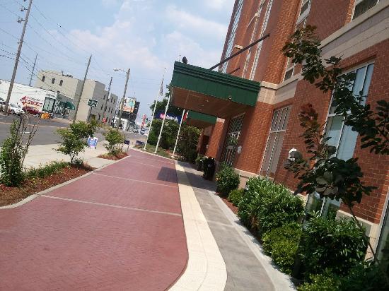 Side View Of Entrance Picture Of Hilton Garden Inn Nashville Vanderbilt Nashville Tripadvisor