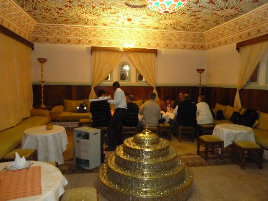 Ksar Tinsouline : Le salon où nou avons dîné...