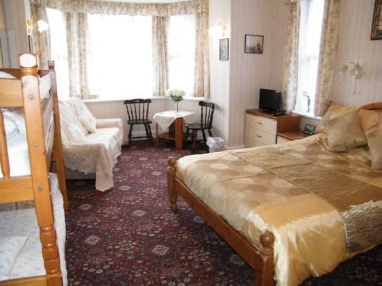 Knighton Lodge: family room 2