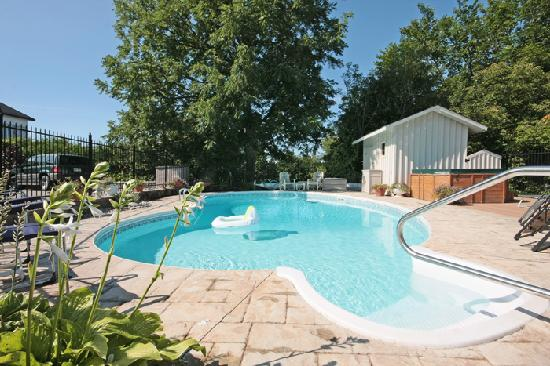 Drummond House Perth: Heated Salt Water Pool & Hot Tub