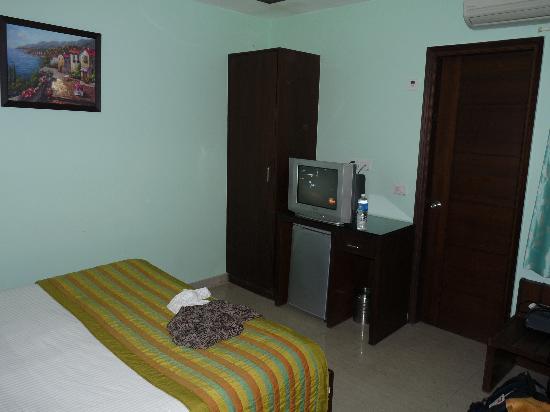 Hotel Le Seasons: Room on third floor
