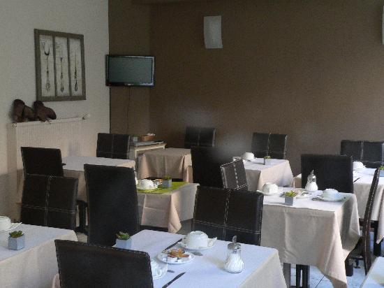 Hotel la Rotonde: salle petit dej